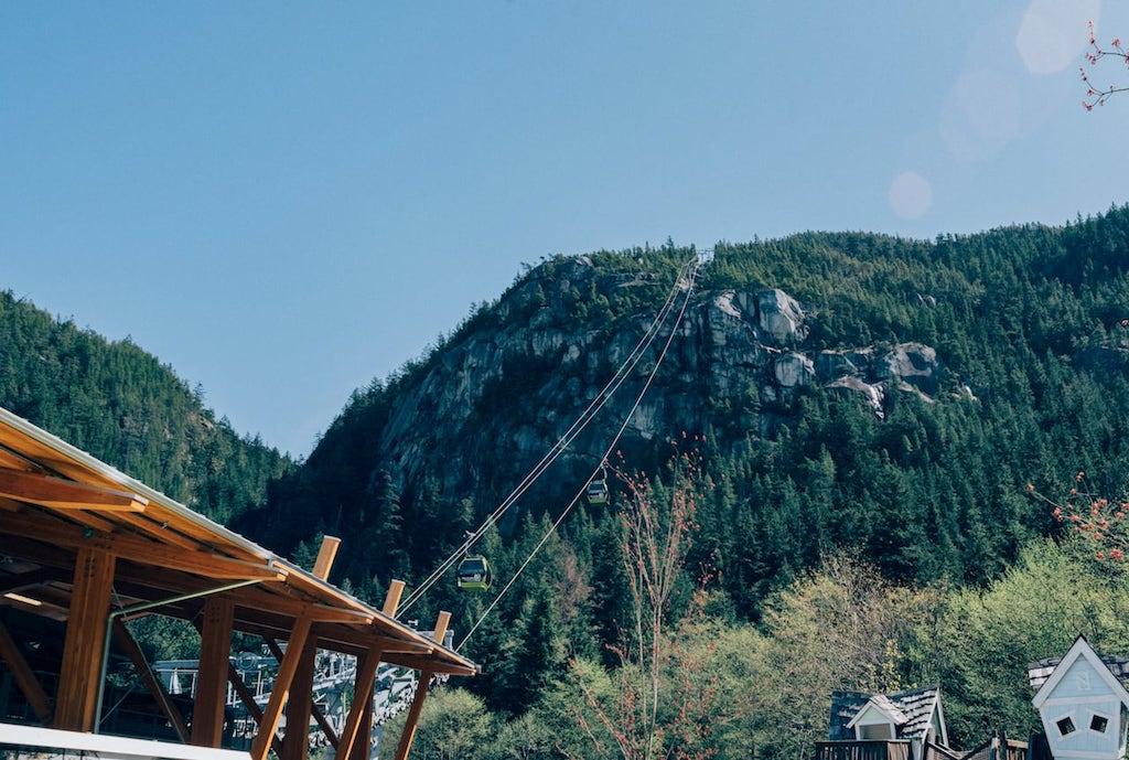 Parte de baixo da Sea to Sky Gondola!Saiba tudo sobre esse passeio, clique para ler #SeaToSky #Gondola #DicasDePasseio #Vancouver