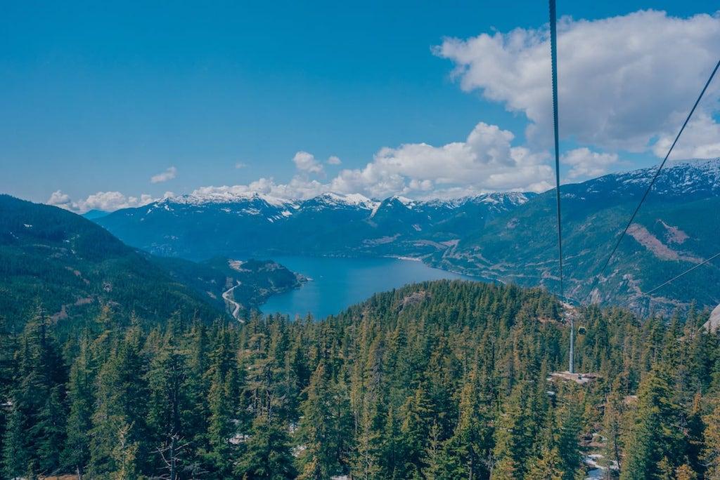 Vista de dentro da Sea to Sky Gondola!Saiba tudo sobre esse passeio, clique para ler #SeaToSky #Gondola #DicasDePasseio #Vancouver