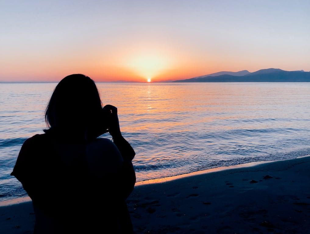 Pôr do sol na praia Wreck Beach, em Vancouver! Um belo passeio que vale a pena incluir no roteiro, clique para ler! #WreckBeach #Vancouver