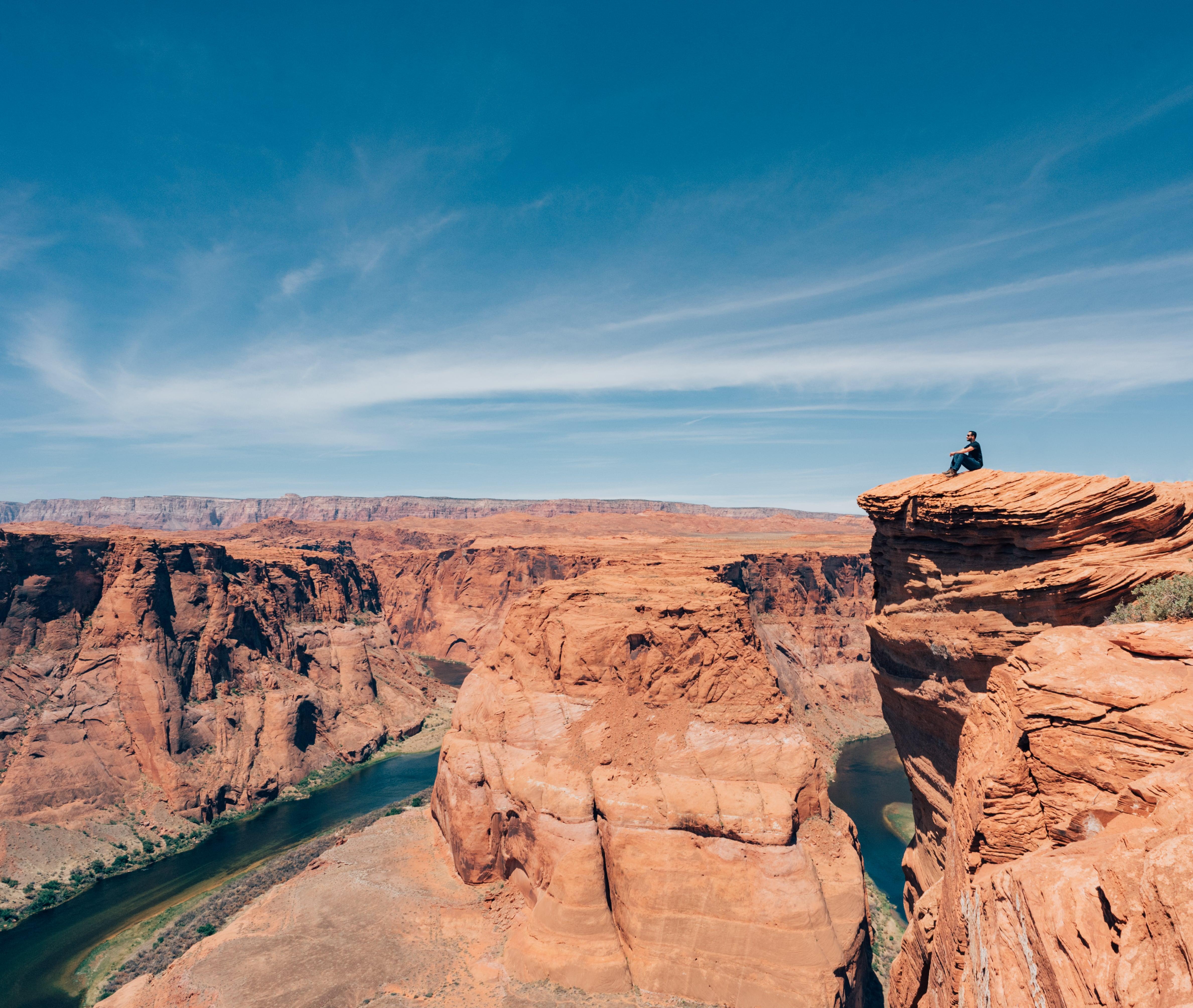 Sobre o Rio Colorado, no Arizona, o Horseshoe Bend é imenso e belo. Saiba mais sobre esse lugar no link! #HorseshoeBend #Arizona #RioColorado