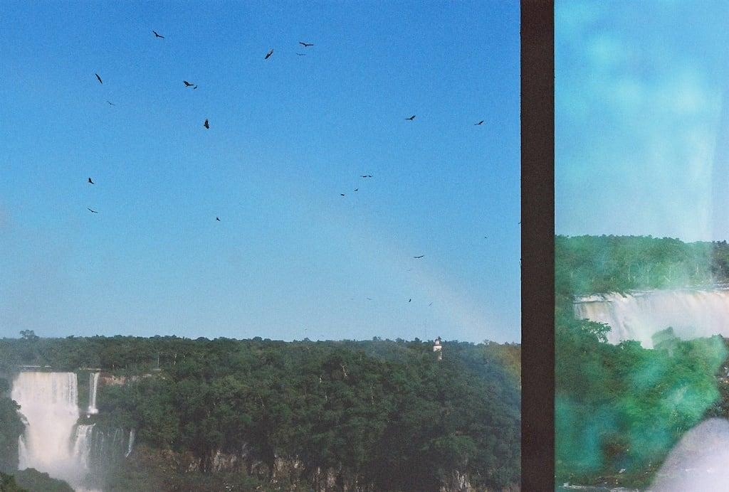 Tentativa de dupla exposição numa SLR que usa filme 35mm. Veja as imagens que deram certo no site, clique para ler!