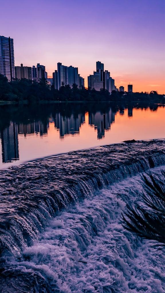 Conheça o lago Igapó em Londrina, um excelente lugar para fazer piquenique, se exercitar, tirar fotos e assistir ao pôr do sol! Clique para ler!