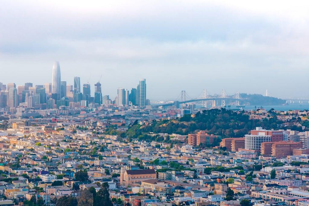 A incrível vista de San Francisco do alto do morro mais fotografável da cidade! Veja mais fotos no link! #SanFrancisco #DiacsdePasseios