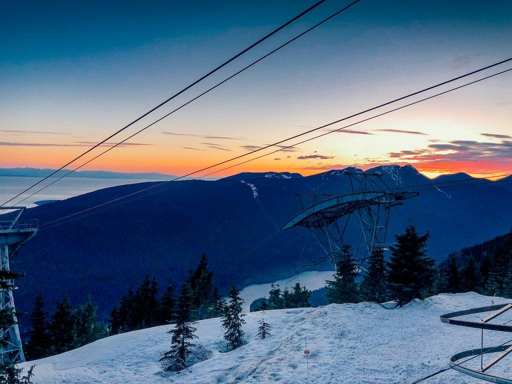 A bela vista do topo da Grouse Mountain é a recompensa após quase 3 km subindo pela trilha. Uma bela aventura, para aqueles que tem força de vontade e querem se superar.