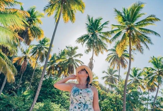 Conheça essa bela praia rodeada de coqueiros e com águas calmas e quentes no litoral sul de João Pessoa! Clique para ler.