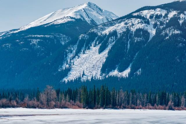 Moose lake, congelado como a maior parte dos lagos das Rocky Mountains em abril. Veja mais fotos dessa época!