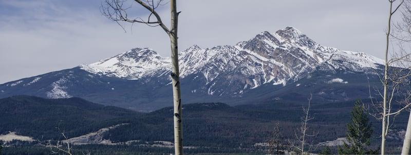 Ponto de observação próximo ao Maligne Lake. Veja nosso roteiro completo saindo de Vancouver até as Rocky Mountains.