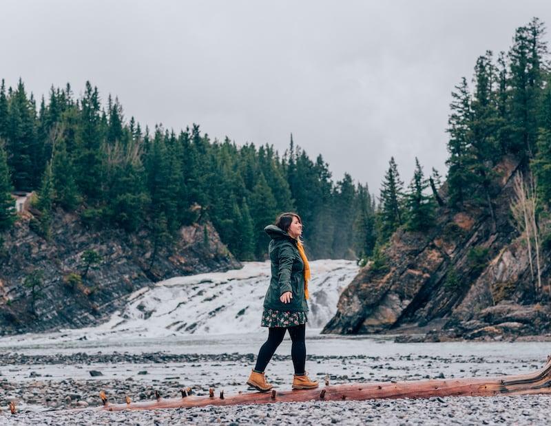 Bow Falls, em Banff. Uma das nossas paradas durante a viagem pelas Rocky Mountains, saindo de Vancouver de carro. Veja o roteiro completo no post.