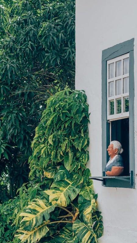 Busto da poetisa Cora Coralina que enfeita o museu casa em sua homenagem.