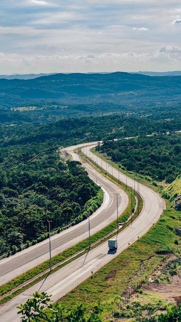 ista do Mirante de Goiás, com morros cheios de vegetação do cerrado.