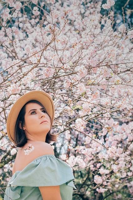 Posando entre as sakuras