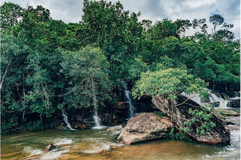 Cachoeira da Usina Velha em Pirenópolis. Clique para ver nosso roteiro de 3 dias na cidade!