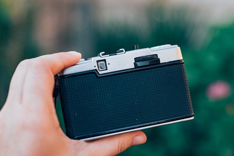 Câmera analógica Olympus Pen, conheça mais sobre essa pequena que fotografa em meio-quadro!