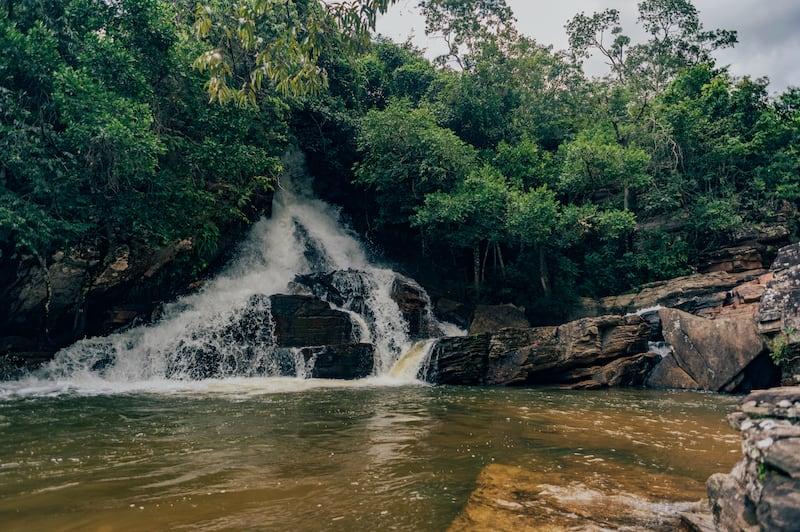 Conheça a cachoeira da Usina Velha em Pirenópolis, lugar excelente para passar uma tarde em família.