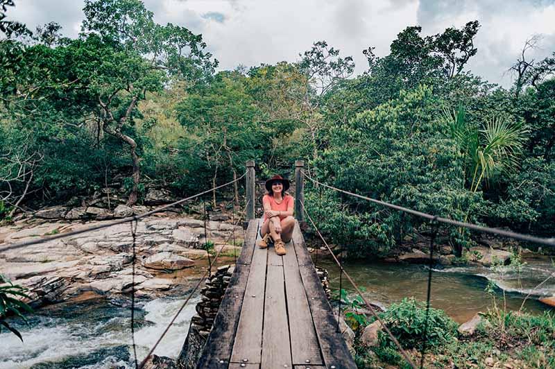 A ponte pênsil é uma das atrações da cachoeira da Usina Velha em Pirenópolis! Veja mais sobre o lugar no link!