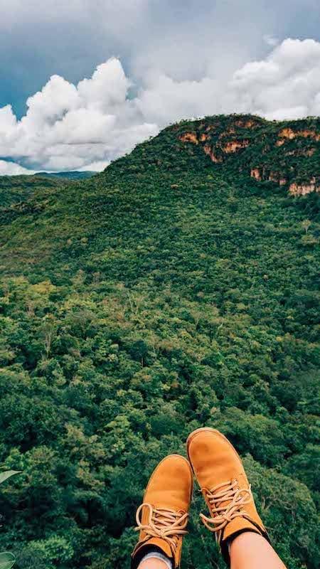 Um dos mirantes na cachoeira do Abade em Pirenópolis-GO! Saiba tudo sobre esse passeio imperdível no link!