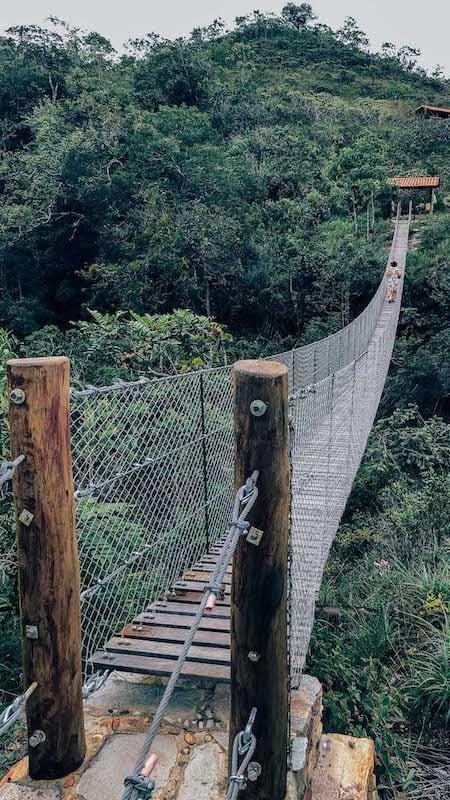 Ponte da tremedeira na cachoeira do Abade em Pirenópolis-GO! Conheça esse lugar maravilhoso, clique para ler!