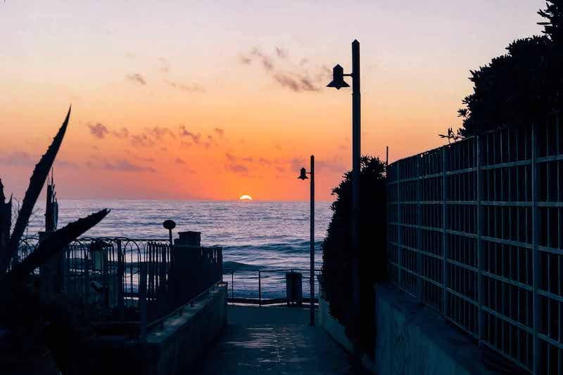 Use as linhas do ambiente para direcionar o olhar! Esta e outras dicas para fotografar no pôr do sol estão no link!