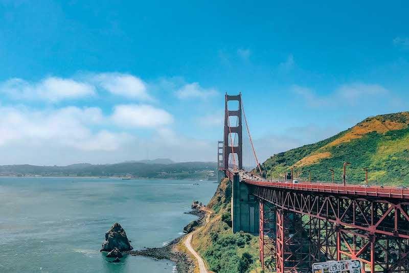 Vista de um dos mirantes para a ponte Golden Gate em San Francisco! Clique para ver mais deste passeio tradicional na cidade.