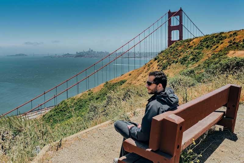 Parada na trilha que leva de um mirante ao outro na famosa ponte de San Francisco. Clique para ver mais desse passeio tradicional na cidade!