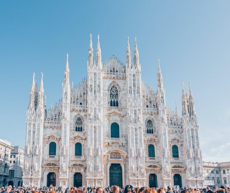 A bela catedral de Milão! Veja nosso roteiro de um dia andando pela cidade!