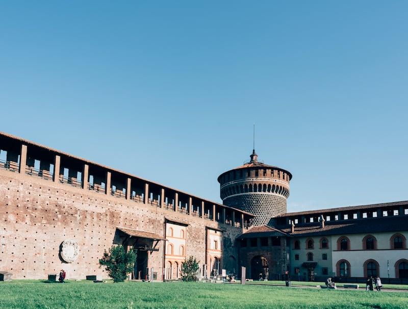 O Castello Sforzesco em Milão. Veja nosso roteiro completo de um dia na cidade.