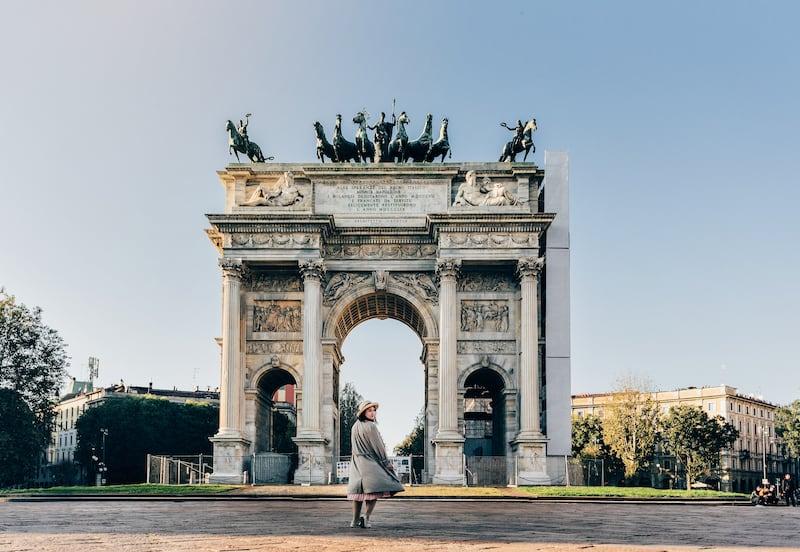 O Arco Della Pace é mais um ponto icônico de Milão. Veja nosso roteiro completo de um dia andando pela cidade no link.