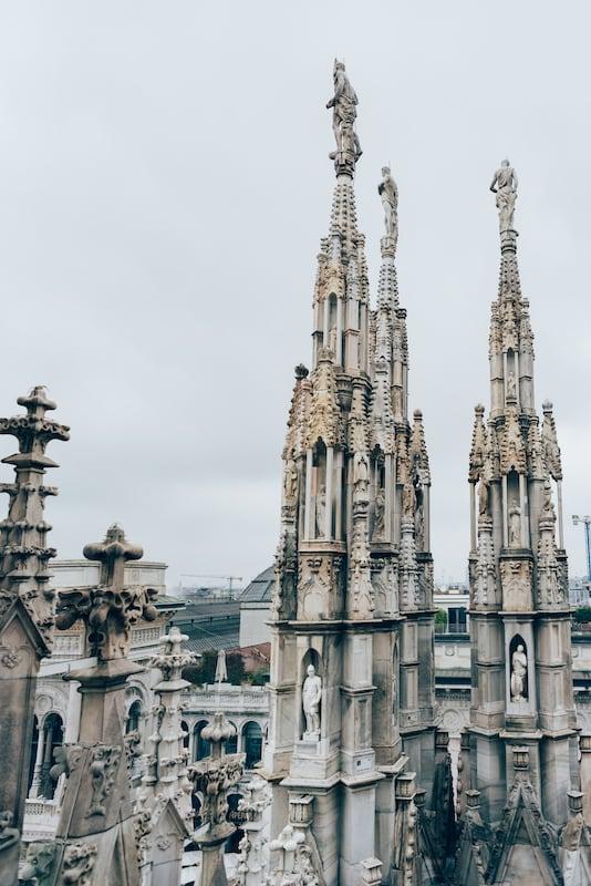 Detalhes desta bela construção! Veja o tour completo pelo Duomo di Milano no link!