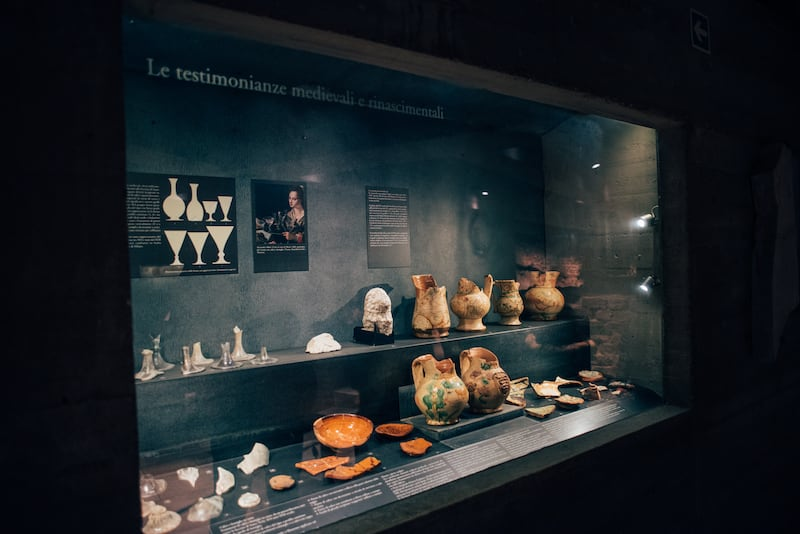 O sítio arqueológico que fica no subsolo do Duomo di Milano. Veja mais sobre a visita!