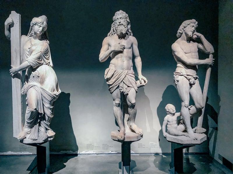 Estátuas no Museu do Duomo.