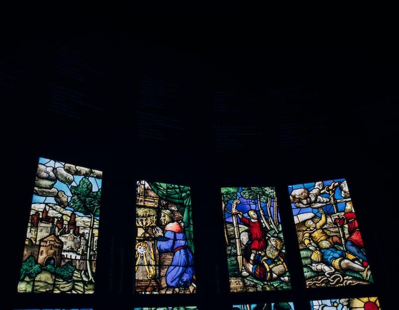 Vitrais no Museu do Duomo. Veja tudo que faz parte da visita completa pela Catedral da cidade de Milão.