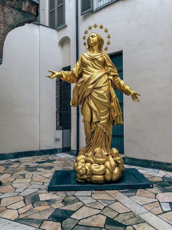 Estátua da Madonnina no Museu do Duomo de MIlão.