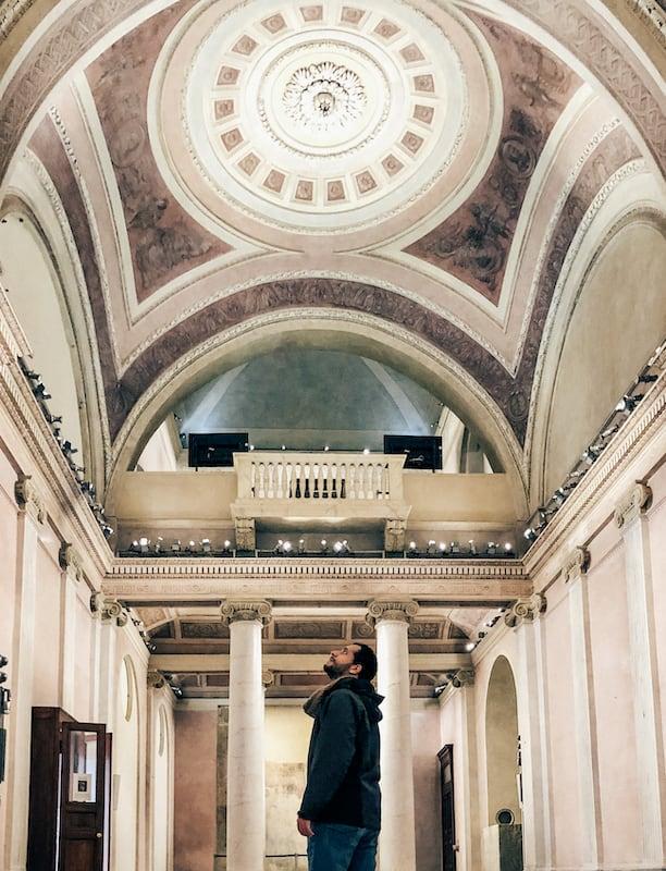 O interior da Chiesa di San Gottardo in Corte. Saiba mais no link!