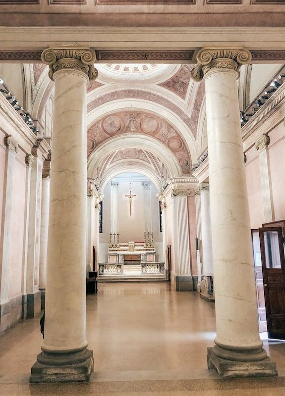 O interior da Chiesa di San Gottardo in Corte.