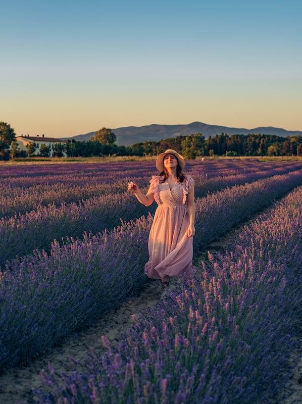 Ensaio fotográfico num pequeno campo da Toscana. Veja dicas para fotografar nesse cenário e saiba quando e onde encontrar essas flores na Itália.