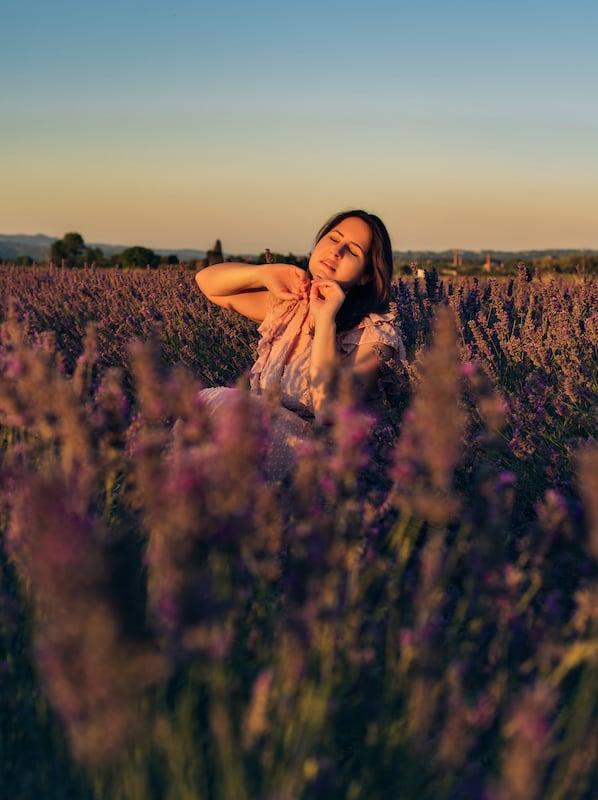 Ensaio fotográfico num pequeno campo de flores da Toscana. Veja dicas para fotografar nesse cenário e saiba quando e onde encontrar essas flores na Itália.