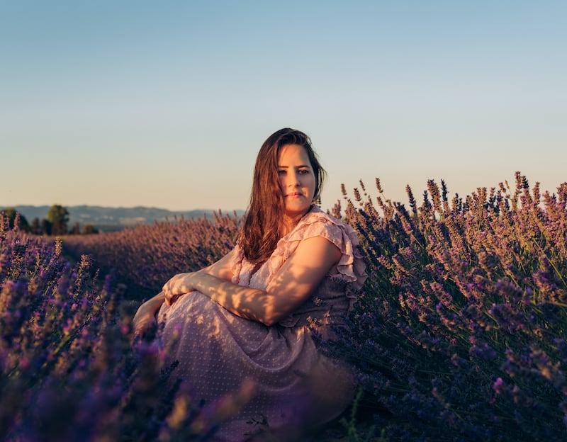 Ensaio fotográfico num belo campo de lavanda da Toscana. Clique para ver mais imagens!